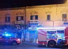 Enna: incendio in Viale Diaz presso un noto bar. Indagini sulle cause del rogo.