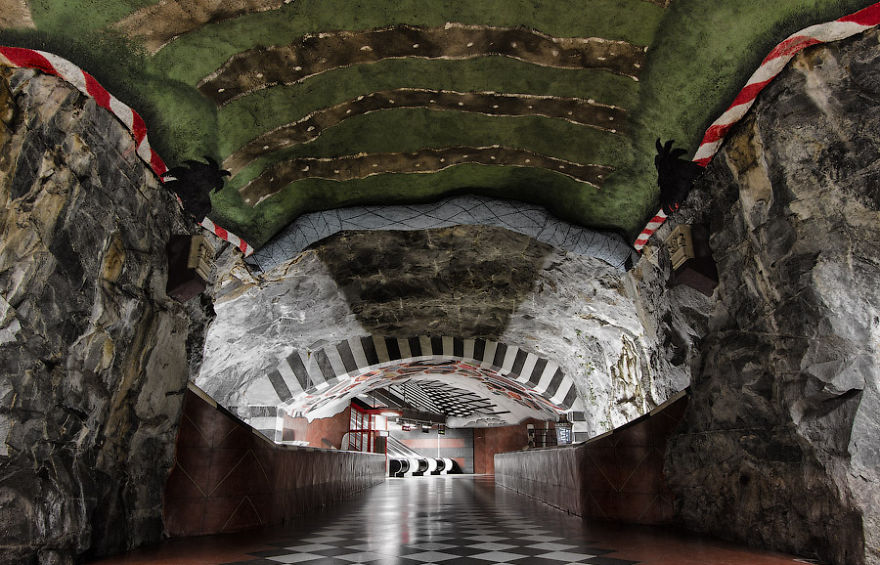 La station de métro Kungstradgarden, Stockholm, Suède