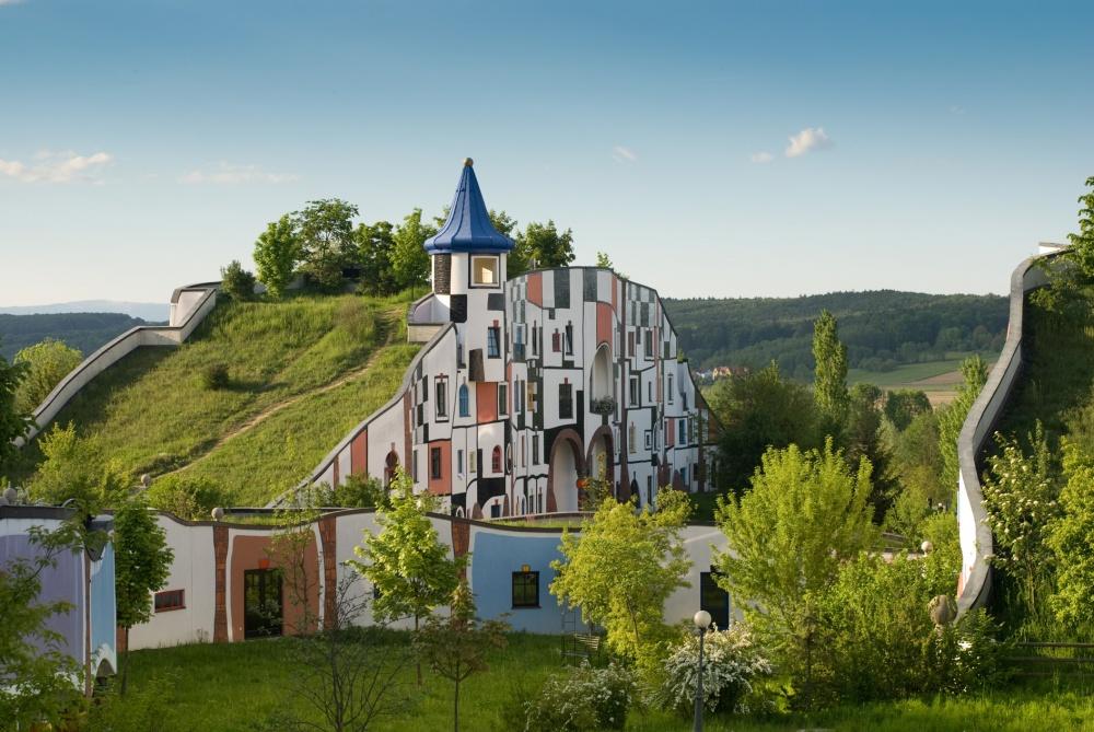 8387060-1000-1459837011-Hotel_Therme_Rogner_Bad_Blumau_Kunsthaus