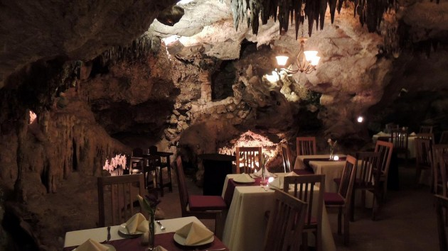Podzemny-j-restoran-Alux-Restaurant-Bar-Lounge_1451917547-630x354