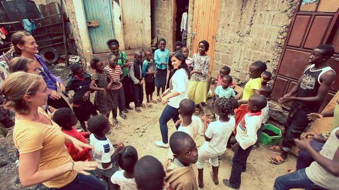 cheap-volunteer-overseas-in-kenya-with-ivhq-teaching
