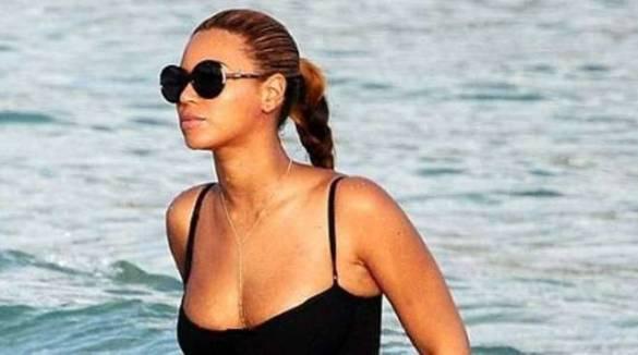 Beyoncé i look più belli in vacanza in Italia sullo yacht, c'è anche Capri e Positano