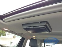 2016 Highlander with sunroof and overhead DVD UNIT