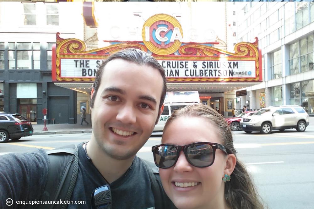 En esta autofoto estábamos cuando nos contaron toda la historia del teatro...