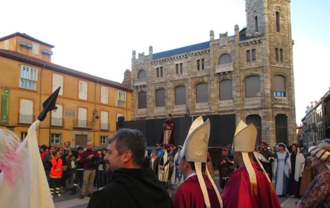 recreación coronación Alfonso VI 16 julio 2016 hl