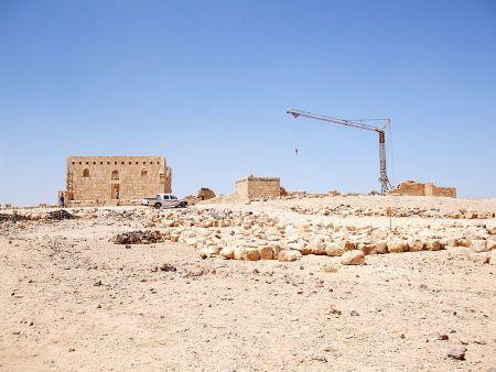 800px-qasr_al-hallbat_ castillos jordania