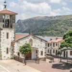 Iglesia y plaza de Mansilla de la Sierra
