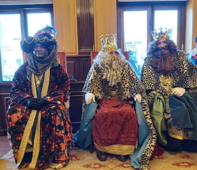 El Ayuntamiento De Leon Recibe A Los Reyes Magos De Oriente The quality is at 1080p. reyes magos