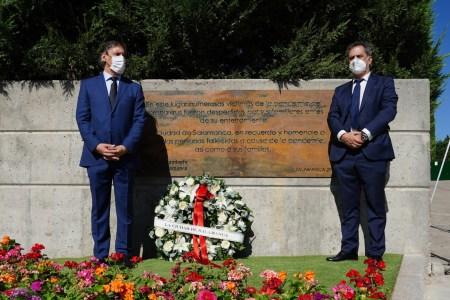 El Ayuntamiento de Salamanca rinde homenaje a las víctimas de la pandemia
