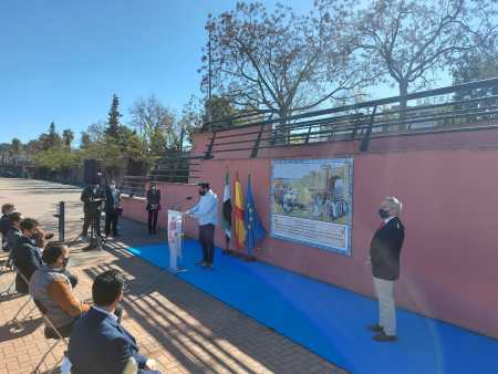 foto representantes institucionales mural badajoz alfonso IX