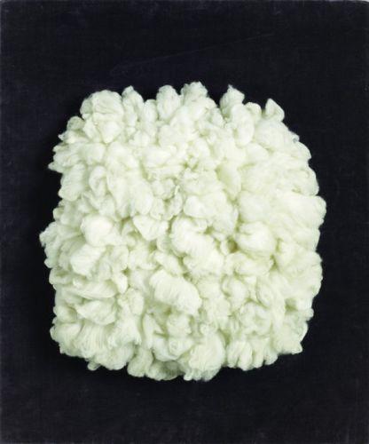 Piero Manzoni, Achrome, 1961. Coll. Heart-Herning Museum of Contemporary Art, Danemark - Fondation Manzoni. Photo D.R. © ADAGP, Paris 2013 Laine et tissu – 55 x 46 x 2,5 cm