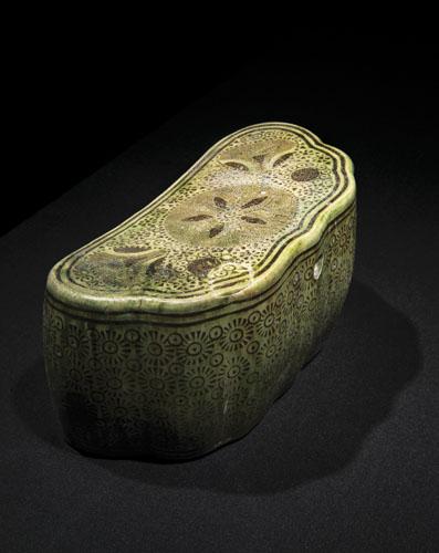 Appuie-tête en forme de nuage, Chine, Dynastie Tang, fin IXe - début Xe siècle