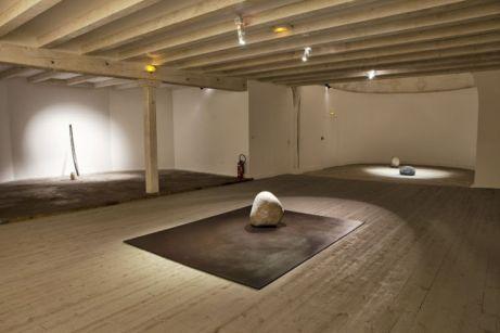 Lee Ufan, Relatum - Position, 2003