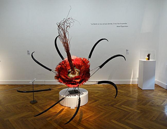 Rina Banerjee, Beastly flower, 2009