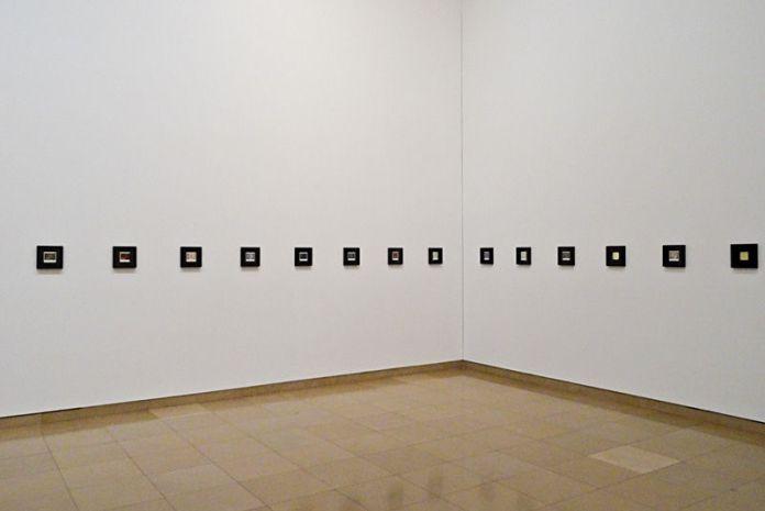 Walid Raad, The Atlas Group, Carré d'Art, Nîmes - Lets be honest the weather helped, 1998-20067_1 Hostage: The Bachar polaroïds, 2011, série de 20 impressions jet d'encre, 20,4 x 20,4 cm chacune. Collection particulière, Paris.