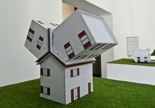 Benedetto Bufalino, l'agrandissement de la maison de lotissement, 2012 - Les franchises de fictions, Petirama, Marseille
