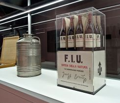 Joseph Beuys Oil Can F.U.I., 1980 et Wine F.U.I., 1983