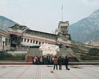 Ambroise Tézenas, Visite des ruines du tremblement de terre du Wenchuan dans la province du Sichuan (Chine)