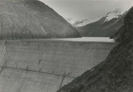 Barrage et lac de retenue de La Grande Dixence, 1942 © Fondation Jakob Tuggener