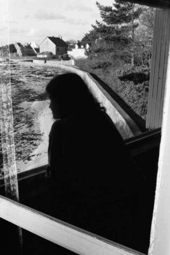 Denis Roche, 1 avril 1986, Castel Régis, chambre 9, Brignogan - 40x50cm © Denis Roche