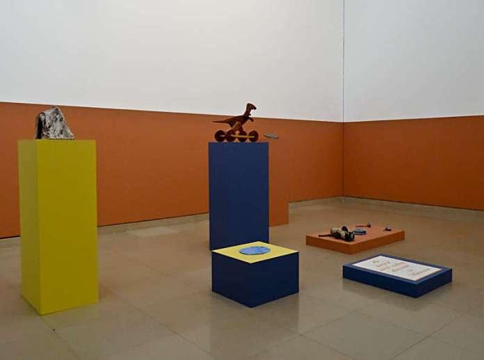 Yto Barrada, Objets, empreintes,outils, collection de l'artsite, « Faux guide », Carré d'Art - 2015-2016