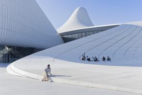 Iwan Baan, 52 weeks, 52 cities, Centre culturel Heydar-Aliyev, Azerbaïdjan, Zaha Hadid ©Iwan BAAN