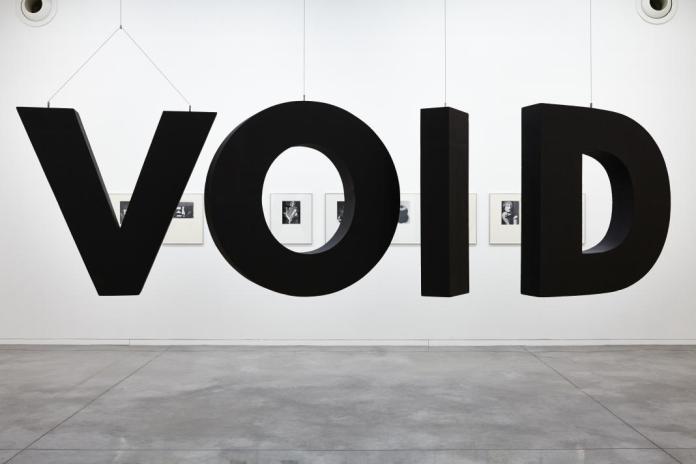 Christian Robert-Tissot, Sans titre, 2005 et Man Ray, Photographies, 1921 à 1936. Se souvenir des Belles Choses, vue de l'exposition, Musée régional d'art contemporain, Sérignan, 2016. Photo JC Lett