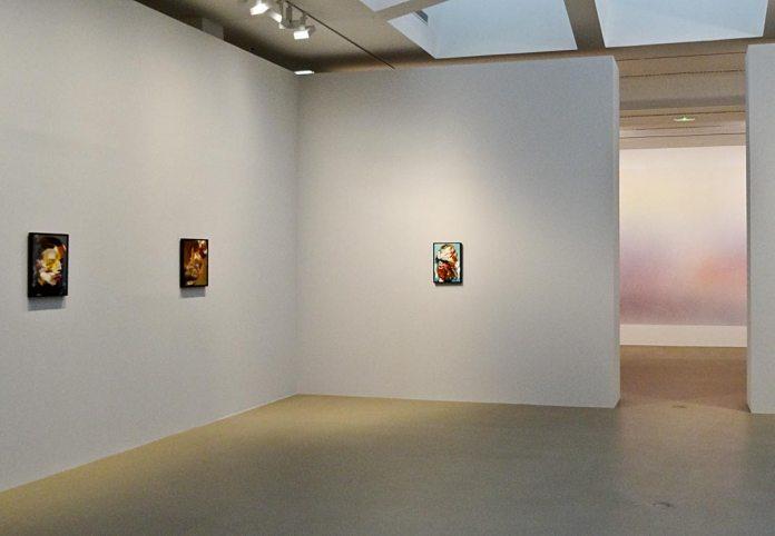 Adrian Ghenie, Self-Portrait, 2015, Self-Portrait, 2015 et Lidless Eye, 2015 - Très traits à la Fondation Vincent Van Gogh Arles