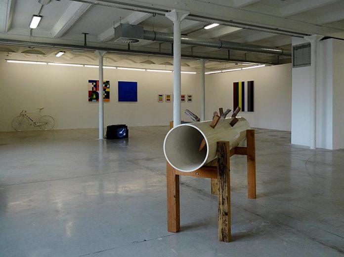 Les Possédés - Chapitre 2 - Jimmie Durham : Sans titre, 1993, techniques mixtes, 143 x 45 x 13 cm. Collection Pailhas.