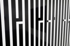 Tania Mouraud Neverforget, détail, 2016 Sérigraphie sur verre acrylique 150 x 110 cm 3 ex. + 2 EA Courtesy de l'artiste et Tchikebe, Marseille