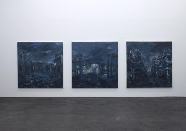 Exposition Ruines du temps réel - Yan Pei Ming, Ruines du temps réel, triptyque, 2015 - huiles sur toile, 220 x 220 cm chaque. Photographe Marc Domage © Yan Pei-Ming