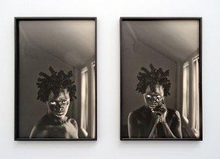 Zanele Muholi, Khwezi I et II, Chicago 2016 - «Somnyama Ngonyama» - Fondation LUMA Arles, La Mécanique Générale, Arles 2016 - Vue de l'exposition