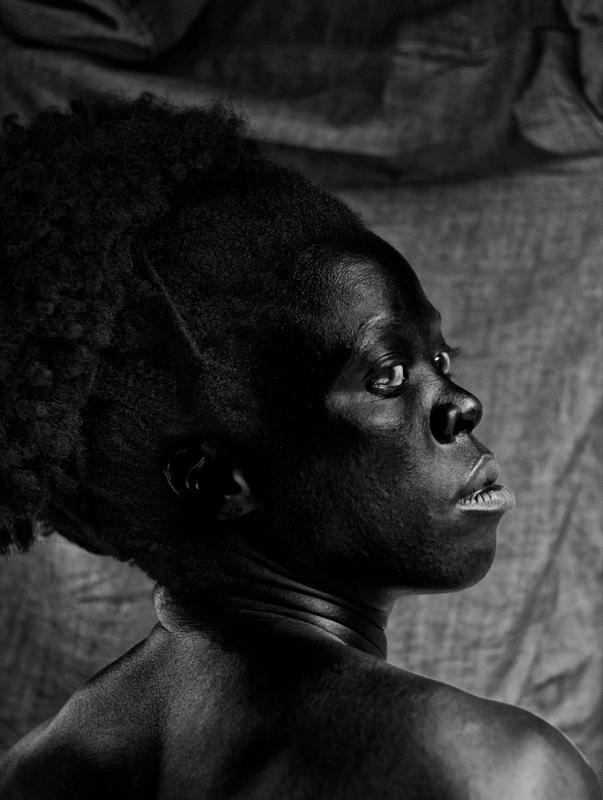 Zanele Muholi, S'thombe III, La Réunion, 2016. Avec l'aimable autorisation de l'artiste, de Stevenson Gallery, Afrique du Sud, et Yancey Richardson Gallery, New