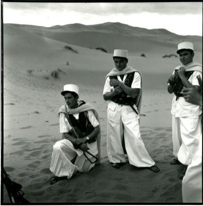 Légionnaires sahariens de la 1ère Compagnies Sahariennes Portées de la Légion étrangère (CSPL) en tenue de parade traditionnelle, Fort- Flatters Sahara Algérien, 1956. © Centre de Documentation du la Légion étrangère