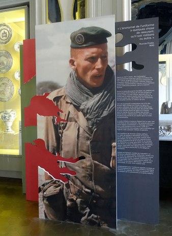 Style militaire et couleur Kaki dans le Grand Salon - Mission Mode, Styles Croisés au Château Borély