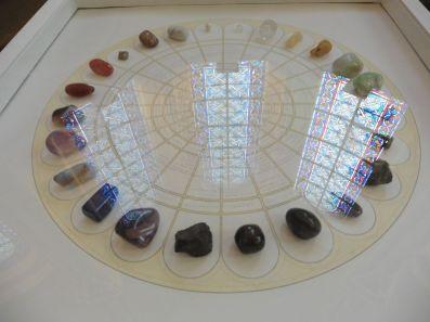 Exposition Athanor, Jean-Jacques Rullier, Les 24 pierres de soins de Hildegarde von Bingen, dessin encre et crayons de couleurs sur papier, 24 pierres, 114 X 59 X 59 cm, 2015.