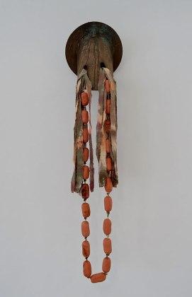 Amandine Guruceaga Casque, 2016 Acier, bronze, tissue, teinture, céramique, corde Steel, bronze, fabric, dyeing, ceramics, rope Dimensions variables / Dimensions vary