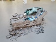 Urs Fischer, 2, 2014 - «Mon cher…» à la Fondation Vincent van Gogh Arles Bronze moulé, peinture à l'huile, feuille de palladium, bol d'Arménie, apprêt acrylique, enduit à base de craie, colle de peau de lapin / Cast bronze, oil paint, palladium leaf, clay bole, acrylic primer, chalk gesso, rabbit skin glue EA d'une édition de 2 & 1 EA / AP of Edition of 2 & 1 AP Collection privée / Private collection