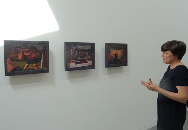 Sandra Patron devant Les allumeuses de documentation céline duval - La Promenade, MRAC, Serignan