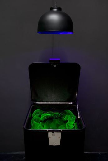 Max Hooper Schneider, Cold War Dishwaher (Uranium glass), 2015 Lafayette Anticipation – Fonds de dotation Famille Moulin, Paris