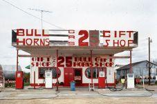 Richard Longstreth, Station-service et magasin de souvenirs, Route 66, McLean, Texas, novembre 1972 © Richard Longstreth