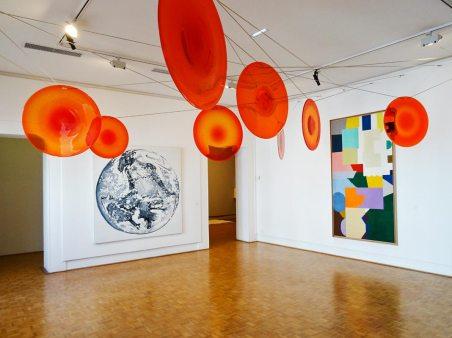 Shirley Jaffe, Untitled, 1972 - Giuseppe Caccavalen Voce parla luce, 2005-2006 - Alain Jacquet, Jumping Rope, 1984 - «Une maison de verre – Le Cirva» au Musée Cantini