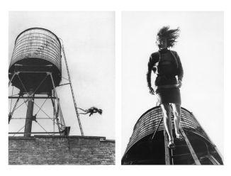 Babette Mangolte, Woman Walking Down a Ladder de Trisha Brown, 1973. © Babette Mangolte