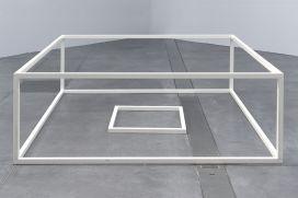 Sol LeWitt, Serial Project n°1 (ABCD) A4, 1966, tube en aluminium et peinture émaillée blanche, 71,2 x 205,7 x 205,7 cm. Collection Institut d'art contemporain, Rhône-Alpes. Photo © Blaise Adilon. © ADAGP, Paris, 2017