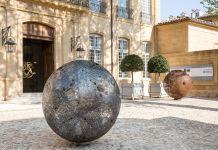 Vladimir Skoda, Sphère de ciel – ciel de sphères, 2005, tôle perforée en acier - © Courtesy Galerie Catherine Issert - Caumont Centre d'Art