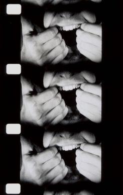 Bruce Nauman Pulling Mouth 1969 Film - durée : 10' 36 Paris, Collection Centre Pompidou - Musée national d'art moderne - Centre de création industrielle. Service presse/Musée Fabre. Photo © Centre Pompidou, MNAM-CCI, Dist. RMN-Grand Palais © ADAGP, Paris, 2017