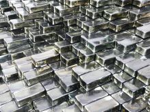 Jean-Michel Othoniel - The Big Wave (détail), 2017 - Briques en verre indien noir, métal. Env. H : 535 x L :15000 x P : 510 cm - Photo : Jean-Michel Othoniel