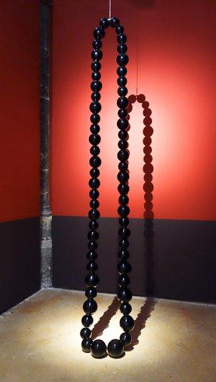 Jean-Michel Othoniel, Le Collier Noir, 2012