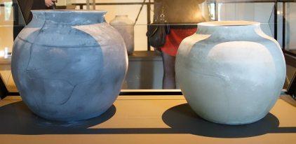 Arnaud Vasseux, Sans titre (Urnes– Plâtre photographique), 2016-2017 - Du double au singulier au Site archéologique Lattara - musée Henri Prades