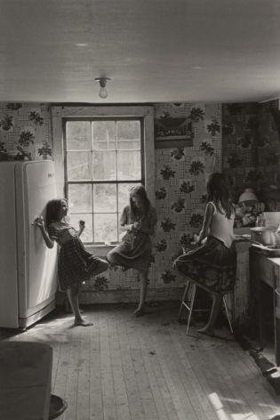 Cornett girls, Kentucky, 1964, (Big Rock, Kentucky), Photographie de William Gedney avec l'accord de la bibliothèque David M. Rubenstein Rare Book & Manuscript Library at Duke University